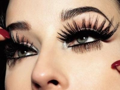 Shweta Sachani Artificial eye lashes