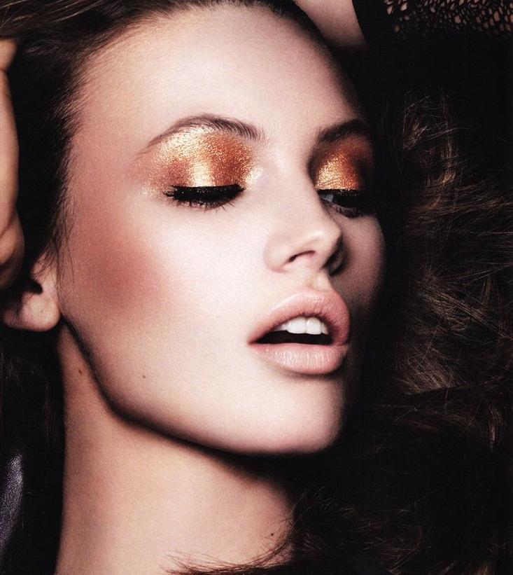 Shweta Sachani bronze eyeshadow